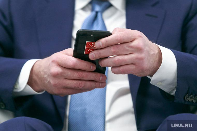 Российский инвестиционный форум в Сочи 2018. Первый день. Сочи, депутат, чиновник, айфон, губернатор, руки