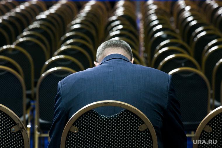 Послание Президента Федеральному Собранию Москва, чиновник, пустые кресла, ряды кресел, тяготы