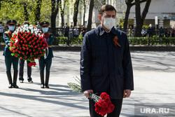 Торжественное возложение цветов к памятнику Жукову возле Штаба ЦВО. Екатеринбург