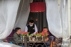 Официанты в уличных кафе. Челябинск
