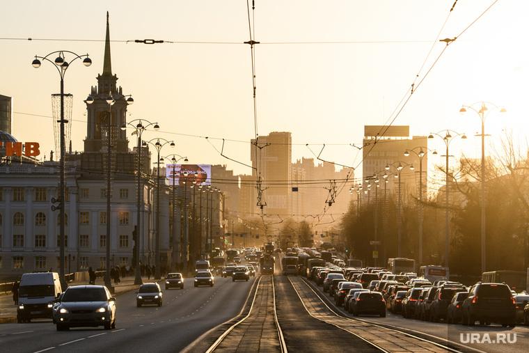 Виды Екатеринбурга, пыль в городе, город екатеринбург, проспект ленина, трамвайные пути, трамвай