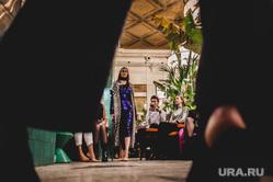 Показ #fashionsnightopera дизайнера Никиты Баранова в кофейне Engels. Екатеринбург