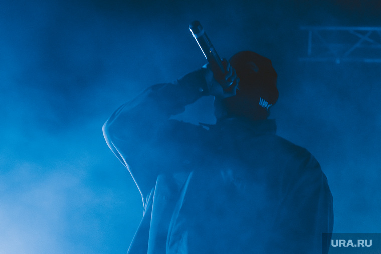 Концерт группы ГРИБЫ. Екатеринбург, концерт, микрофон, грибы, певец, телеклуб