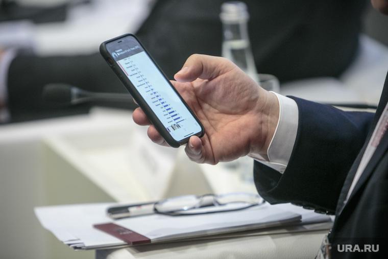 Гайдаровский форум-2018. Второй день. Москва, телефон, смартфон, сотовый телефон, график, мишустин михаил, социальная сеть