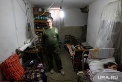 Нина Кузова и ее сын в подвале дома. Нагорный Карабах, Степанакерт