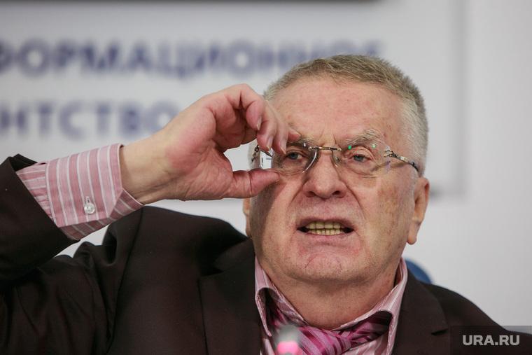 Пресс-конференция ЛДПР в ТАСС. Москва, портрет, жириновский владимир, поправляет очки
