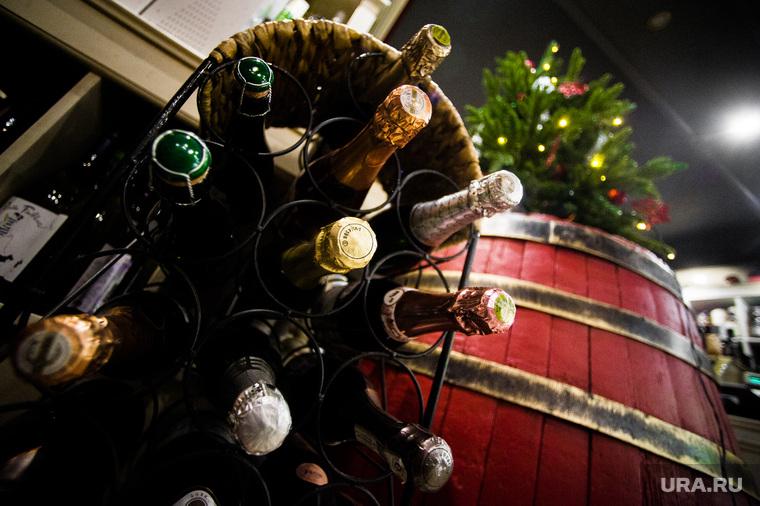 Винный магазин «Винотека Соловьева». Екатеринбург , елка, алкомаркет, бутылки, винный магазин, алкоголь, новый год, вино, спиртное