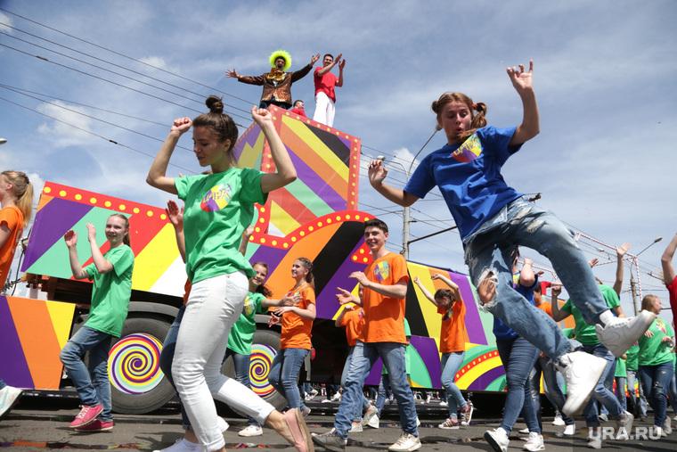 День города Пермь, карнавал, шествие, танцы, актеры, праздник