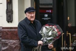 Прибытие гостей на церемонию прощания с режиссером Театра «Ленком» Марком Захаровым. Москва