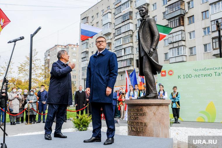 Президент Татарстана Рустэм Минниханов и Губернатор Алексей Текслер на открытии памятника Габдулле Тукаю. Челябинск