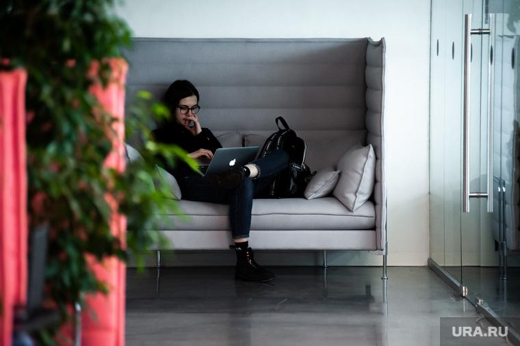 Повседневная жизнь Ельцин Центра. Екатеринбург, ноутбук, работа, офис, работник, сотрудник, фриланс, блоггер, двадцатилетние