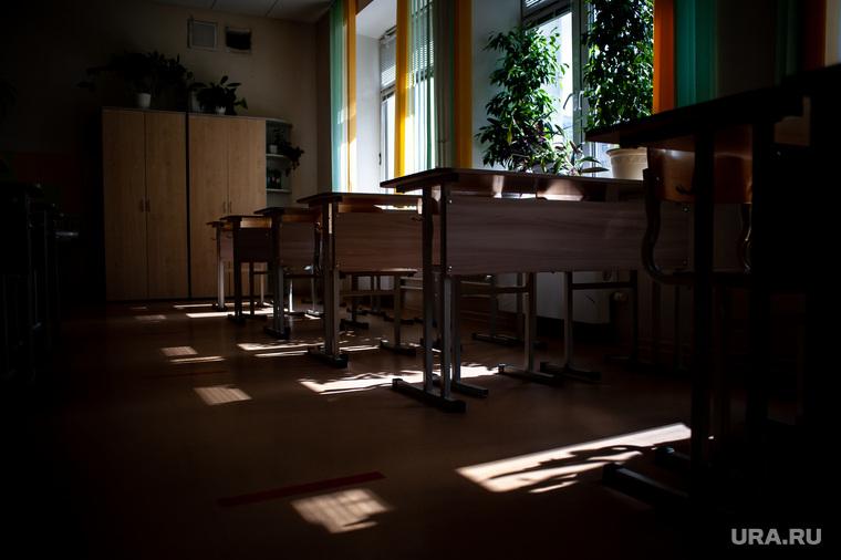 Подготовка в учебному сезону в МБОУ гимназия № 5. Екатеринбург, класс, школа, парты