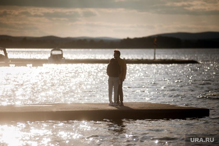 Верх-Исетский пруд во время пандемии коронавиурса. Екатеринбург, пара, верх исетский пруд, визовский пруд, любовь