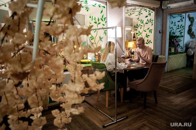 Защитные перегородки в ресторанах Екатеринбурга, кафе, ресторан, екатеринбург , средства защиты, защитные перегородки, защитные экраны