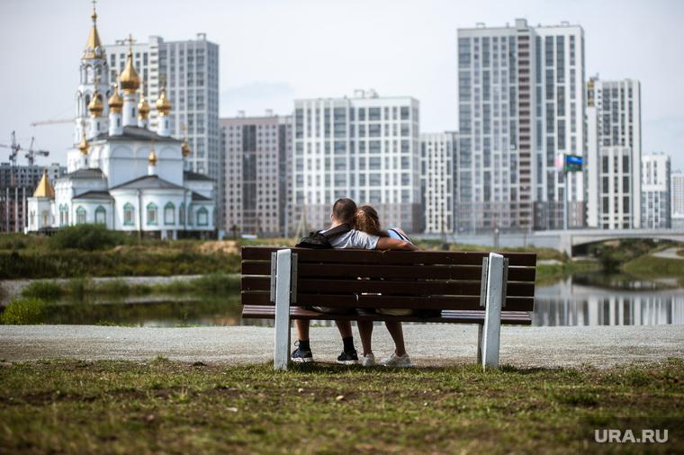 Набережная в Преображенском парке в микрорайоне Академический. Екатеринбург, академический район, пара, любовь, преображенский парк