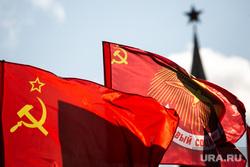 Коммунисты на Манежной площади, перед возложением цветов к могиле Сталина в годовщину его смерти. Москва