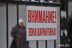 Машины скорой помощи в красной зоне городской больницы №2. Курган