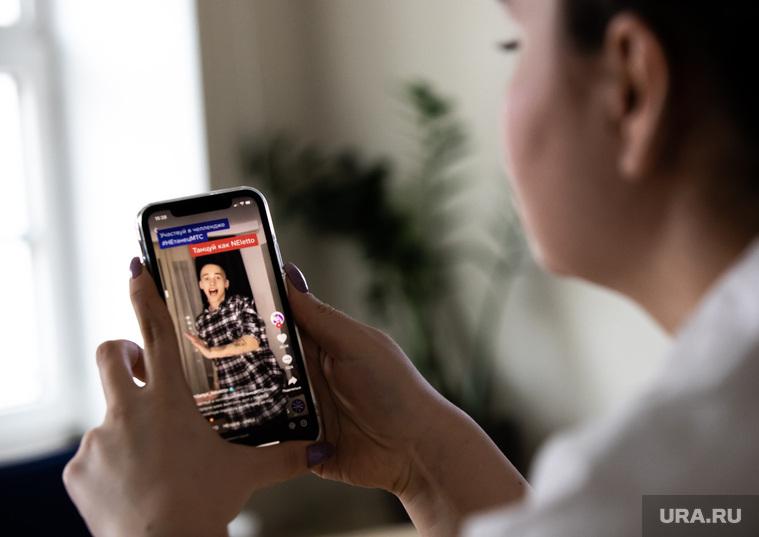 Мобильные приложения Tinder и TikTok. Екатеринбург, телефон, iphone, тикток, tiktok, tik tok, милохин даня