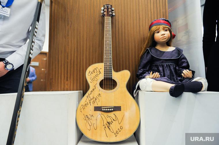 Благотворительный вечер «Добрые сердца» с участием Ирины Текслер и Натальи Котовой. Челябинск, гитара митяева