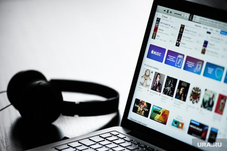 Клипарт по теме Интернет-приложения. Екатеринбург, ноутбук, наушники, приложение, itunes store