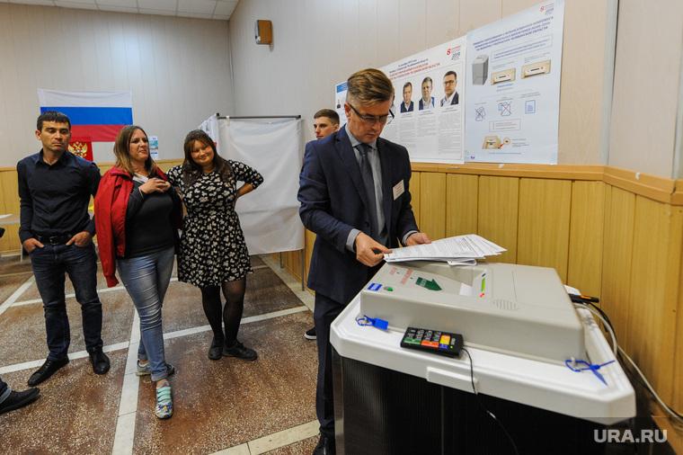 Избирательный участок 803. Подсчет бюллетеней. Челябинск, избирательная комиссия, коиб, урна для голосования