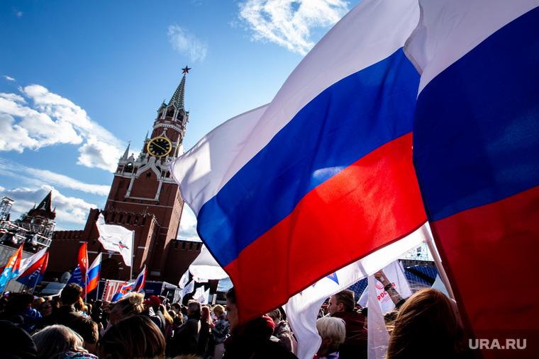Встреча параолимпийской сборной на Красной Площади в Москве. Москва, спасская башня, российский флаг, триколор, флаг россии, кремль