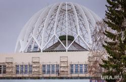 Фасад екатеринбургского цирка зашили облицовочной плиткой. Екатеринбург