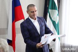 Вручение удостоверения депутату областной  думы Ильтякову Александру. Курган