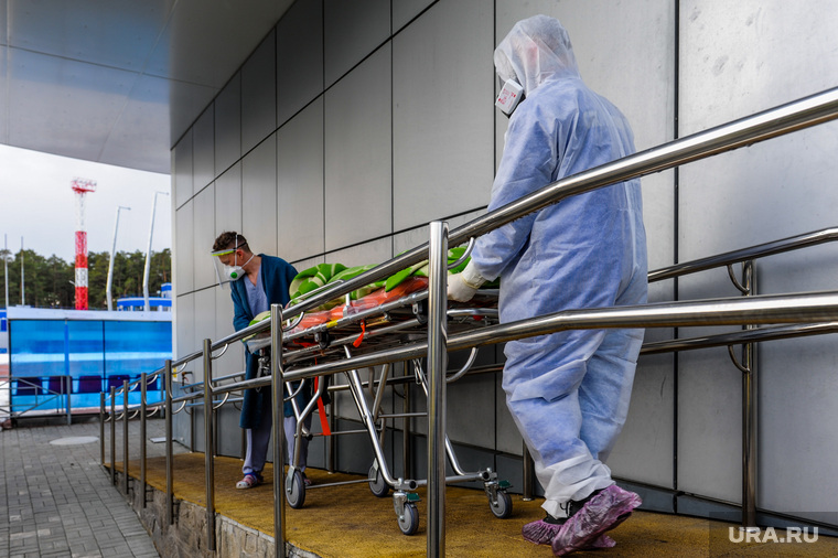 Последствия взрыва кислородной станции в госпитале на базе ГКБ№2. Челябинск, врачи, эвакуация больных, медики, доктор, коронавирус, covid, ковид, противочумной костюм, защитные костюмы
