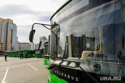 Алексей Текслер на осмотре новых экологичных автобусов. Челябинск