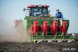 Денис Паслер в Белоярском городском округа: ферма, картофельное поле и заседание в доме культуры