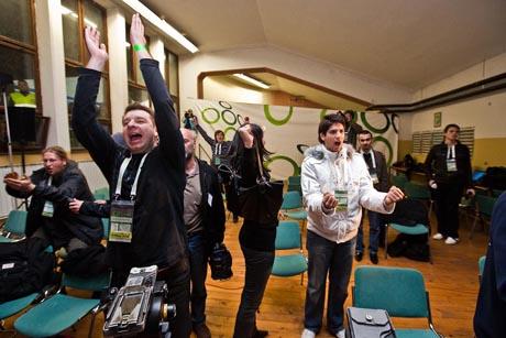 Матч Россия - Словения глазами «кремлевского» блогера: журналистов «выгнали взашей», Абрамовича не пустили в туалет, а президент Словении проводил Медведева и Тимакову сочувствующим взглядом