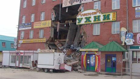 Кто-то все же ответит за обрушение курганского торгового центра. Прокуратура инициирует проверку: о том, что здание рухнет, предупреждали 10 лет назад