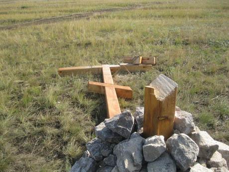 Кресты на Южном Урале уничтожили «боевые отряды» движения «Народная Воля». Они их считают знаками «идеологического отдела единоросовской бандгруппы – РПЦ»