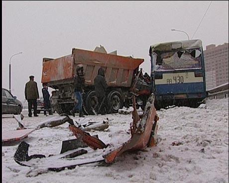 В Перми КАМАЗ въехал в пассажирский автобус. Пострадали четыре человека