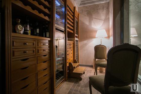 13.10.23. Castorka, ресторан, гостинный зал, столики, сервировка, вино