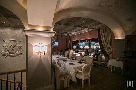 13.10.23. Castorka, ресторан, гостинный зал, столики, сервировка