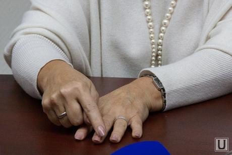 Пресс-конференция с Оксаной Грединой, руки, Оксана Гредина, маникюр