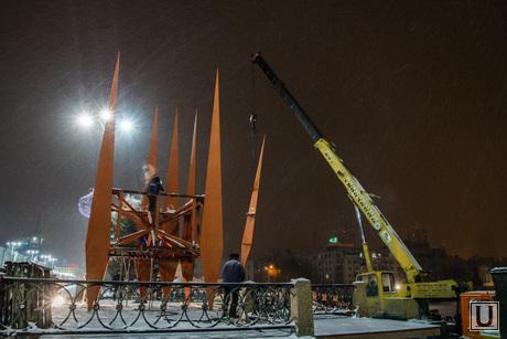 Демонтаж стэллы Ордена Ленина на Плотинке, демонтаж краснознаменной группы, снос стеллы, демонтаж памятника, подъемный кран, разборка знамен