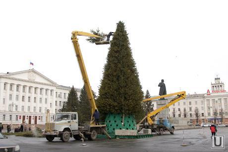 Подготовка к Новому году Курган, установка елки, автовышка, елка на площади