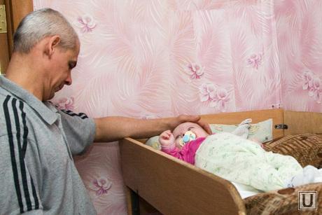 Семья Чернявских Курган 07.12.2013г, отец с ребенком