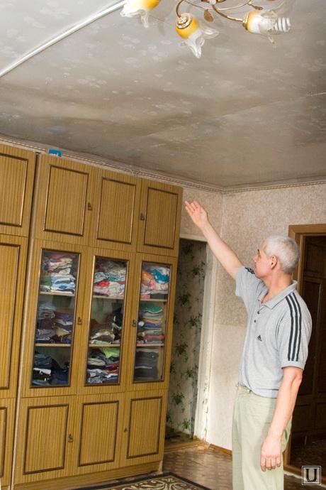 Семья Чернявских Курган 07.12.2013г, старый дом, обваливается потолок