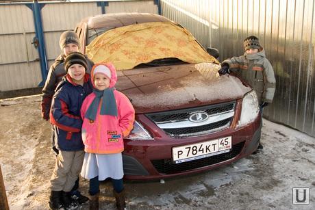 Семья Чернявских Курган 07.12.2013г, гараж, дети, машина