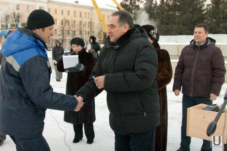 Передача машин скорой помощи площадь Ленина Курган, вручение ключей