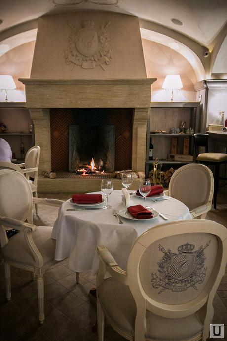 Ресторан Castorka, камин, ресторан, гостинный зал, столики, сервировка