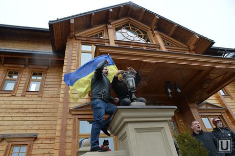 Дом Януковича в Межгорье захвачен. Украина., украина, дом януковича, межгорье