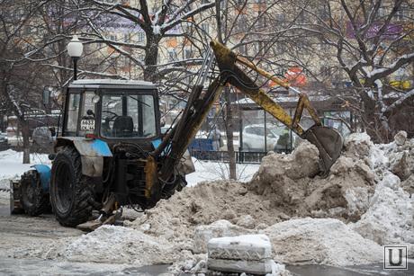 Снег в Екатеринбурге. Уборка города., уборка снега, снегоуборочная техника, трактор