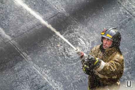 Пожар напротив косульств США и Украины. Екатеринбург , пожарные, тушить
