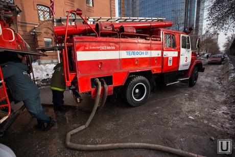 Пожар напротив косульств США и Украины. Екатеринбург , пожарные