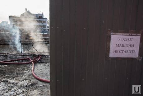 Пожар напротив косульств США и Украины. Екатеринбург